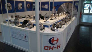 Autogrip's large through hole self contained air chuck range