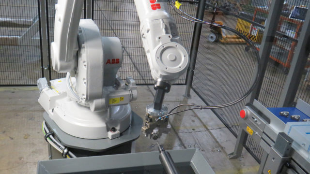 https://cdn.mtdcnc.global/cnc/wp-content/uploads/2020/06/01154428/The-ABB-robot-presenting-parts-to-the-deburring-station-640x360.jpg