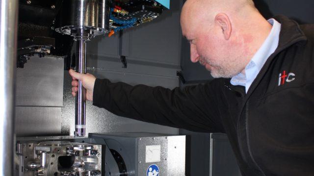 https://cdn.mtdcnc.global/cnc/wp-content/uploads/2021/07/08145941/ITCs-SImon-Yeomans-inspecting-the-BIG-KAISER-Boring-head-640x360.jpg